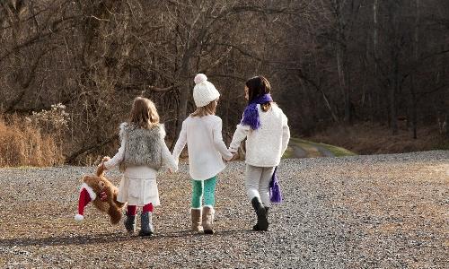 children enjoying outdoor winter play activities